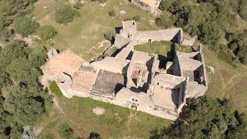 Vue aérienne du château de Montlaur anocr34.fr