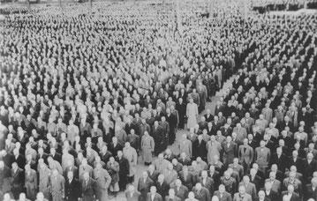 Appell der jüdischen Sonderhäftlinge im KZ-Buchenwald