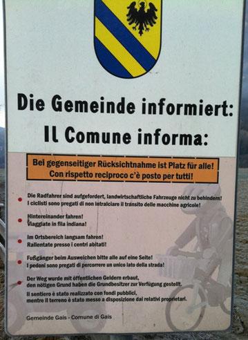 Il cartello della ciclabile nel comune di Gais