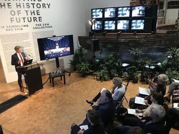 Oberbürgermeister Dr. Frank Mentrup stellt Karlsruhes Bewerbung um eine UNESCO Creative City of Media Arts im ZKM vor.