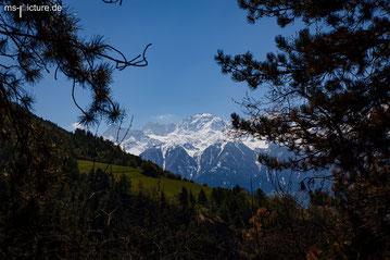 Die Aussicht vom Ganglegg aus auf die Verschneiten Berggipfel