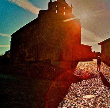 hinauf zur Gnadenkirche in Villafranca del Bierzo