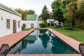 15-meter soutwater swembad en tuin