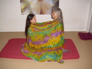 Pyari e Avinash meditando a Nadabrahma de casal no centro de meditação Osho Tabaan, em Hamburgo, 2011