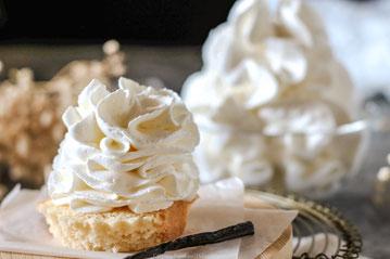 Creme Chantilly alla vaniglia - panna montata francese - dolce tipico  - Francia - pasticceria - ricetta