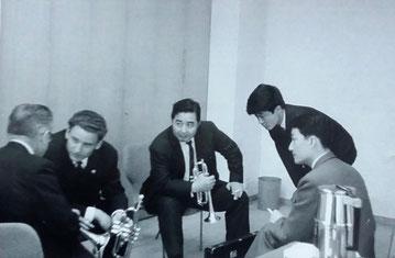 In Tokyo: l. to r.: Renold Schilke, Arno Lange, 3 employees of Yamaha