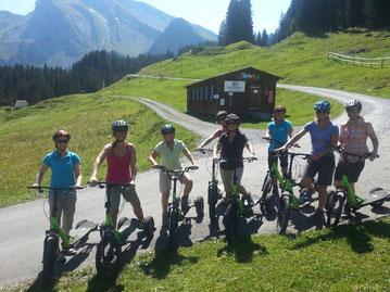 Turnreise 2015 in die Innerschweiz: Trottinett-Fahrt von der Stockhütte nach Ennetbürgen