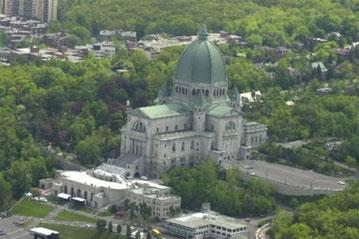 """L'Oratoire saint-Joseoh du Mont-Royal : """"Destination incontournable de Montréal. 2 millions de visiteurs par année. Sanctuaire international. Lieu de culture, de foi et d'histoire."""" (Source : https://www.saint-joseph.org/)"""