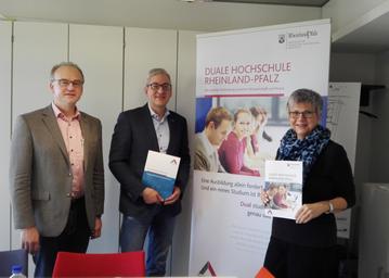 v. l. n. r. :  Achim Saulheimer, Prof. Dr. Hans-Christoph Reiss u. Helga Lerch
