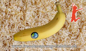 """Unseren Freudensprung der Woche machen wir heute für """"neue werte"""", die aus geretteten Bananen Bananenbrot herstellen"""