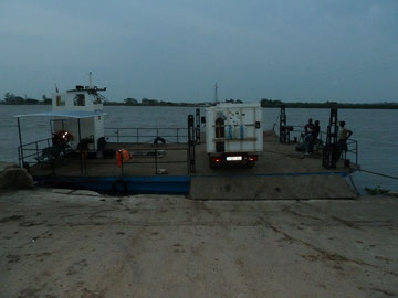 Fahrt ueber den Incomati Mosambik