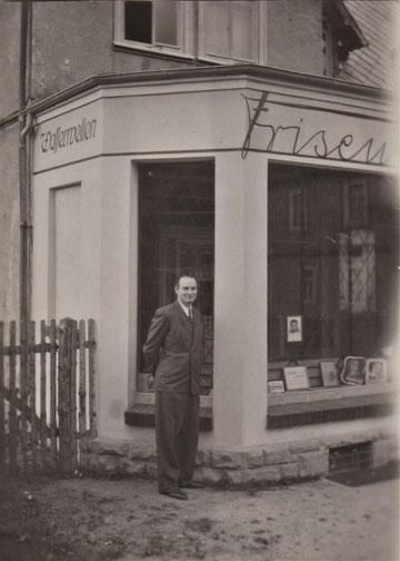 Georg Liefke vor dem Frseurladen in der Fröbelstrasse - Quelle Martina Luther
