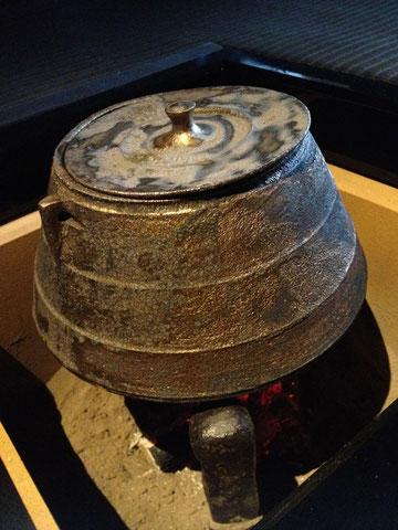 茶釜も二階堂さんの作 土鍋用の土を使って