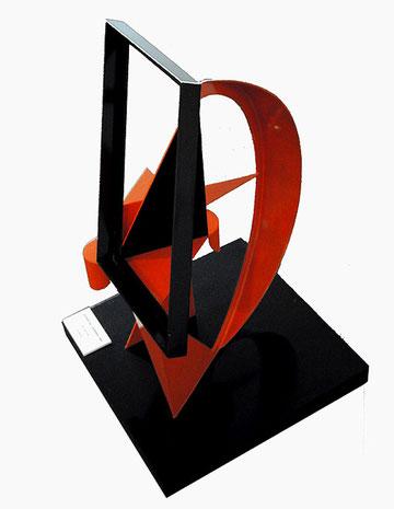 MANUEL FELGUEREZ. Sextante del cuadrado. Metal policromado, 74 x 53.5 x 50cm, 1989.