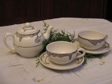 Teeservice für zwei Personen: Schwarze Linien