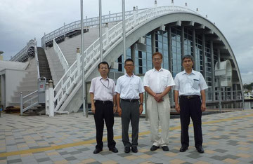倉敷市瀬戸大橋架橋記念館。左から私、横山成郎氏、小澤修氏、池本正英氏。