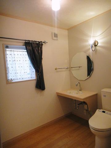 トイレ カウンター 鏡 カーテン
