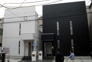黒と白の箱の家外観
