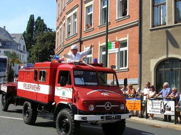 unser Unimog mit Gulaschkanone und Koch zum Festumzug anläßlich der 725 Jahrfeier der Stadt Auerbach
