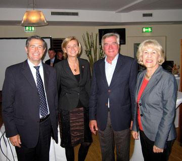 Herr Pedro González (Frequentis), Frau Susi Zapletal (Niki Luftfahrt), Dr. Harald Svoboda, Dr. Elisabeth Zöckl (CEHAUS)