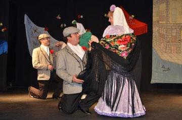 """Actuación del Grupo de Teatro en el Centro Cultural """"El Pozo del tío Raimundo"""" Abril 2013"""