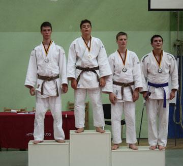 Björn Griemsmann li. mit der Silbermedaille in Hamburg