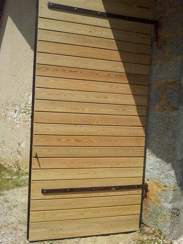 Porte en épicéa