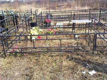 ограда на кладбище простая сварная