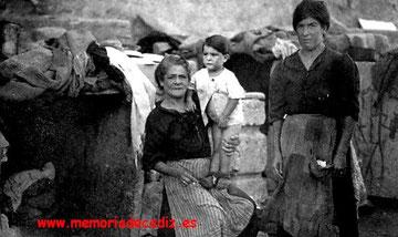 Gitanos que vivieron en los glacis. Foto extraída de www.memoriasdecadiz.es