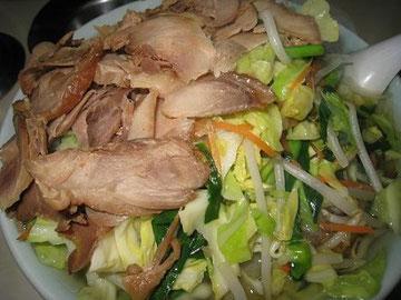 とってもおいしいタンメンチャーシュー♪(鶏チャーシュー)麺が見えません!