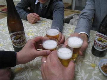 まずは、ビールで乾杯!お疲れさんでしたー!