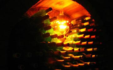 瓶で貯蔵されるトカイ・ワイン
