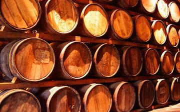 樽で熟成されるテキーラ・レポサド&アニェホ