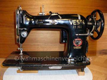 Vesta ZZ 302, Flachbett, Fußantrieb, Vorrichtung für Anbaumotor vorhanden, Hersteller: Vesta-Nähmaschinen-Werke L. O. Dietrich, Altenburg/Thüringen (Bilder: I. Naumann)