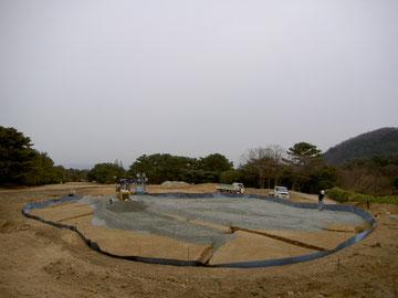 下層砕石敷均し作業