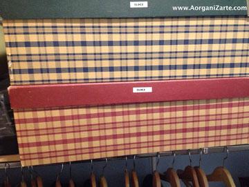 guarda la ropa de uso ocasional en cajas aprovechando las zonas verticales - www.AorganiZarte.com
