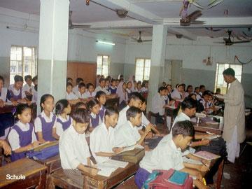 Schule mit über 60 Kindern in einer Klasse