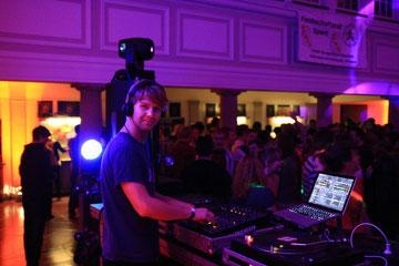 Als DJ spiele ich auch auf großen Events wie hier - einer Party in der DHFK Leipzig.