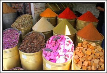 Les belles couleurs du marché aux épices