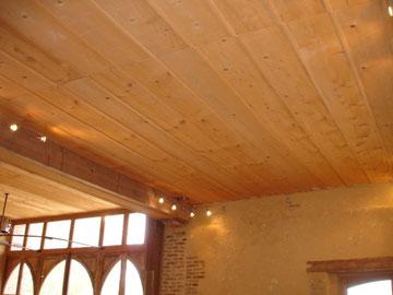 Plafond en bardage sapin avec couvre-joints