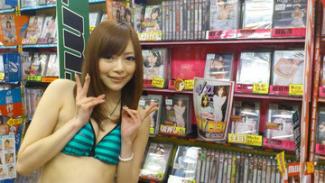 円山店、h.m.pコーナー前にて、決め!
