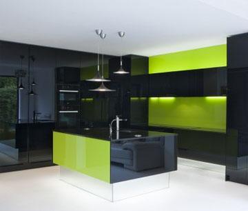 cucina modello manu  in parapan massiccio piano in cristallo  nero