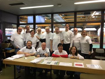 Helfer vom GSV Kassel, links am Tisch hockend Präsident D. Messing vom Hessischen Gehörlosensportverband                                                                                                         Copyright by GSV Kassel
