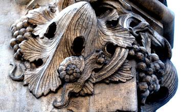 Amiens- Socle de la statue de la Vierge au Beffroi