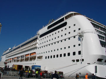 Die MSC Opera in Triest