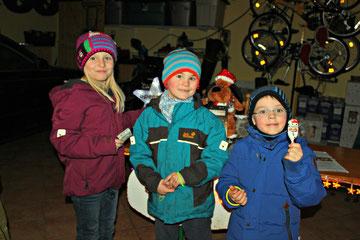 Hannah, Tim und Mats bringen die Spendenbox auf über 4.000€.