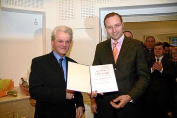 """GR Helmut Wieser und Mag. Gerhard Forman bei der Ernennung zum """"Musikschuldirektor"""""""