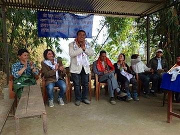 Son of Light主要メンバーが海外からも駆けつけ、子どもたち、村の人々が見守る中でスクールの設立・開校式が行われた。