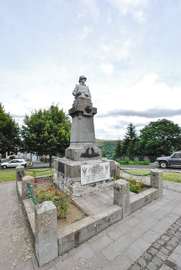 Monument aux Morts de Collandres (15)