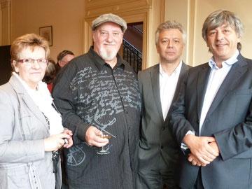 vin d'honneur entouré d'elisabeth valle, jean claude boudet maire de villemur, didier cujives maire, conseiller régional président du pays tolosan